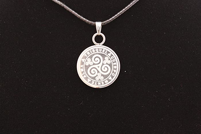 Colgante Celta en Acero, Triskel (Trisquel) medalla