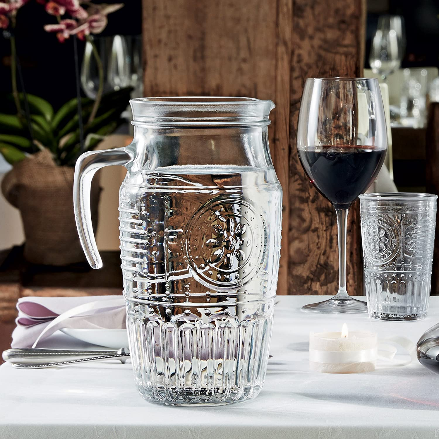 Bormioli 'Romantica' glass carafe with ice compartment, carafe filling capacity of 1.8 litres, keeps drinks cool without becoming watered down, glass embossing in a beautiful vintage design Bormioli Rocco 335942MQD321990