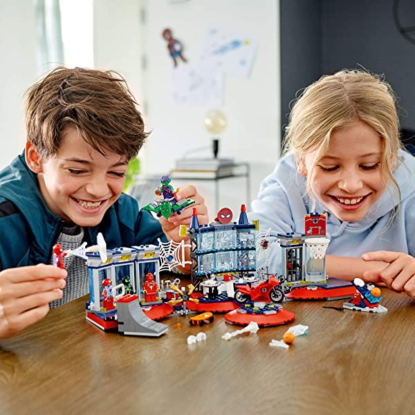 LEGO Marvel Attack on the Spider Lair 76175