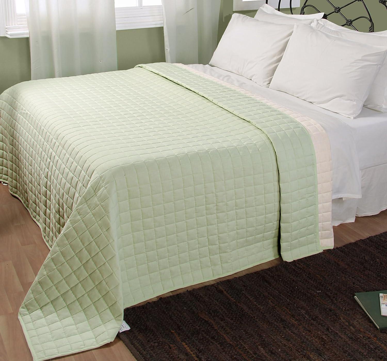 Homescapes waschbare Wende Tagesdecke Bettüberwurf Plaid mit Karo-Steppung, 230 x 250 cm aus 100% reiner Baumwolle mit Polyester Füllung in lindgrün und creme
