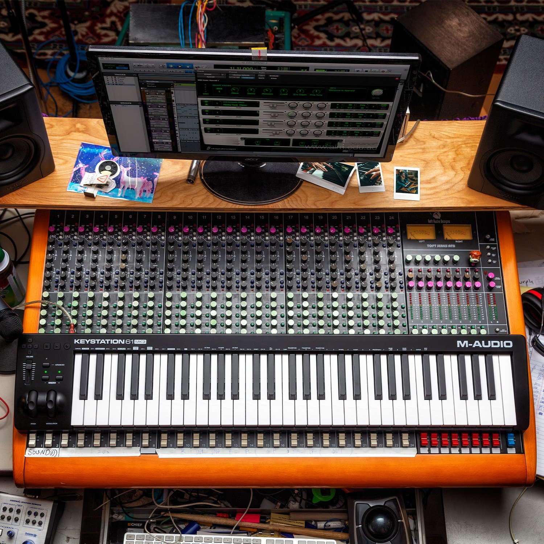 M-Audio Keystation 61MK3 | Compact Semi-Weighted 61-Key USB-Powered MIDI Keyboard Controller by M-Audio (Image #7)