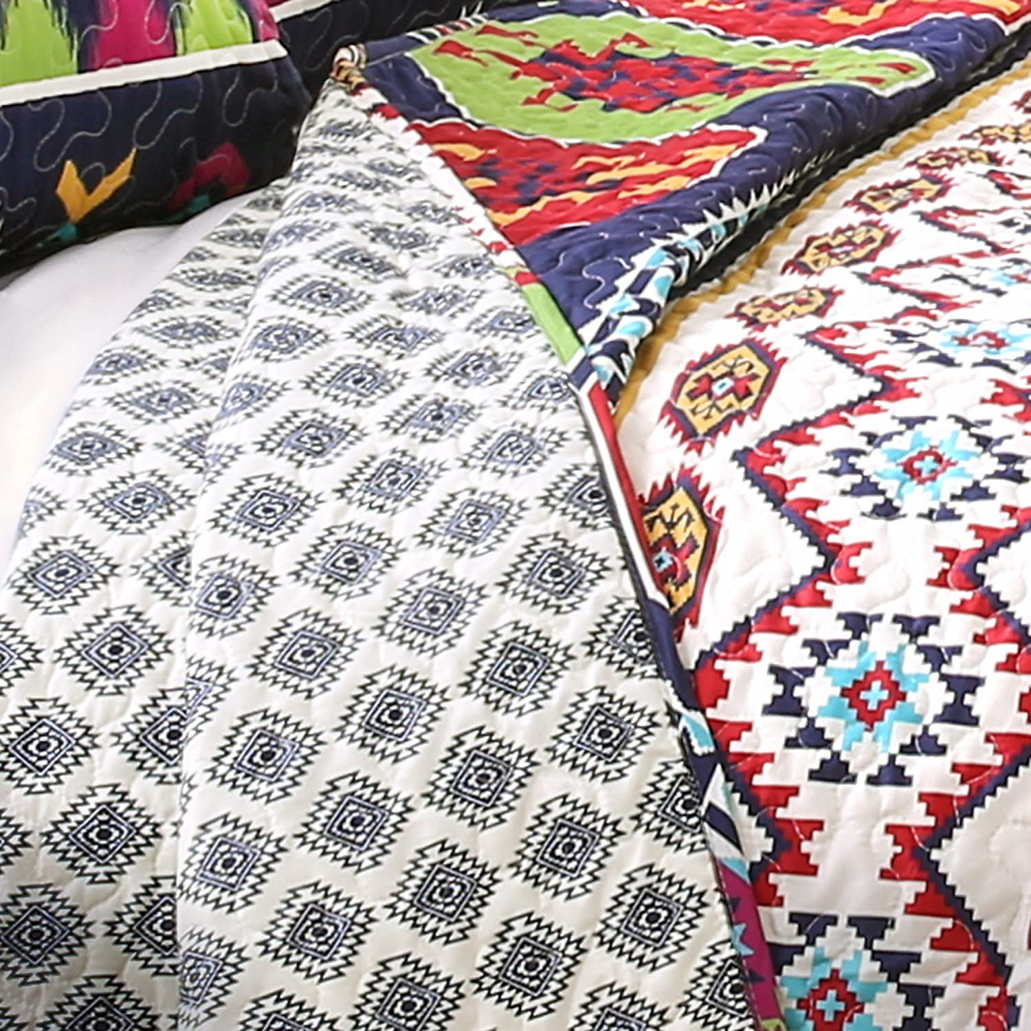 Lush Decor Sanora 5Piece Quilt Set King Navy Triangle Home Fashions 16T001590