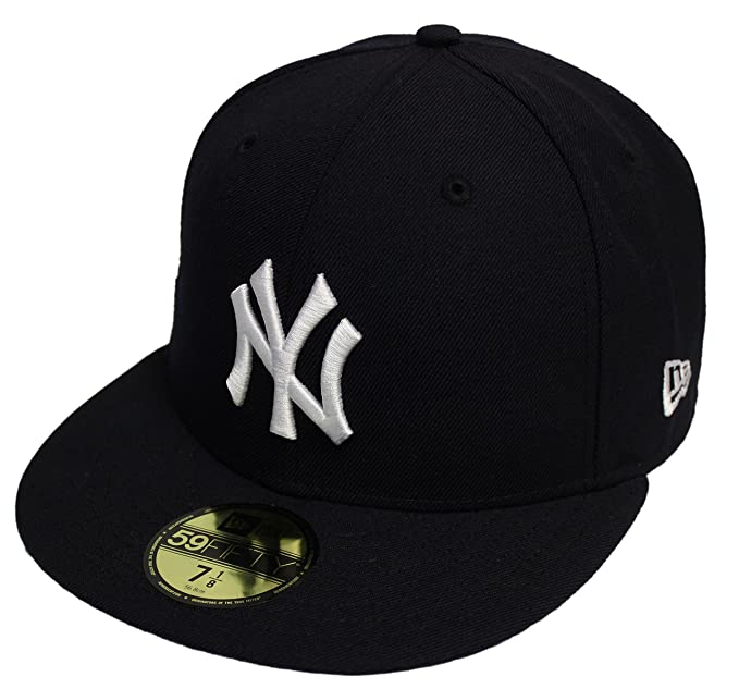 64dd3a2dbaf Amazon.com  New Era 59Fifty 2009 World Series Champion NY Yankees Fitted Side  Patch NY 7  Clothing