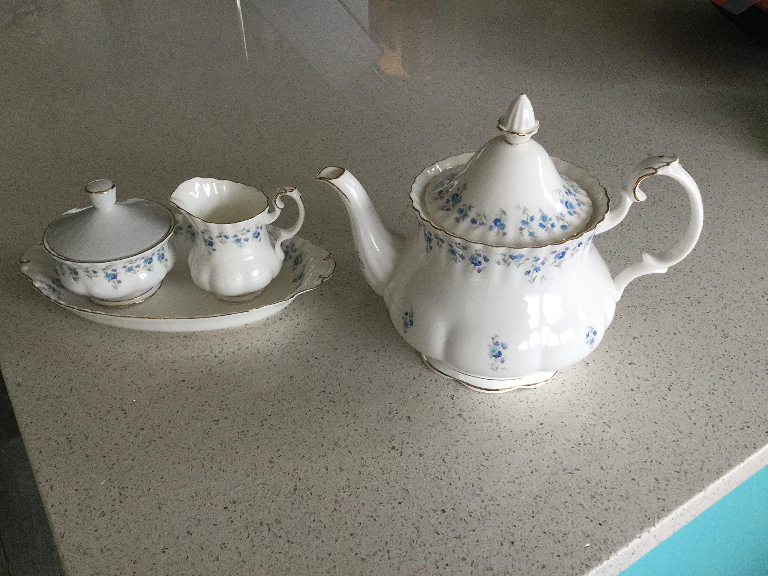 ROYAL ALBERT MEMORY LANE LARGE TEA POT. (FIRST QUALITY, MADE IN UK)