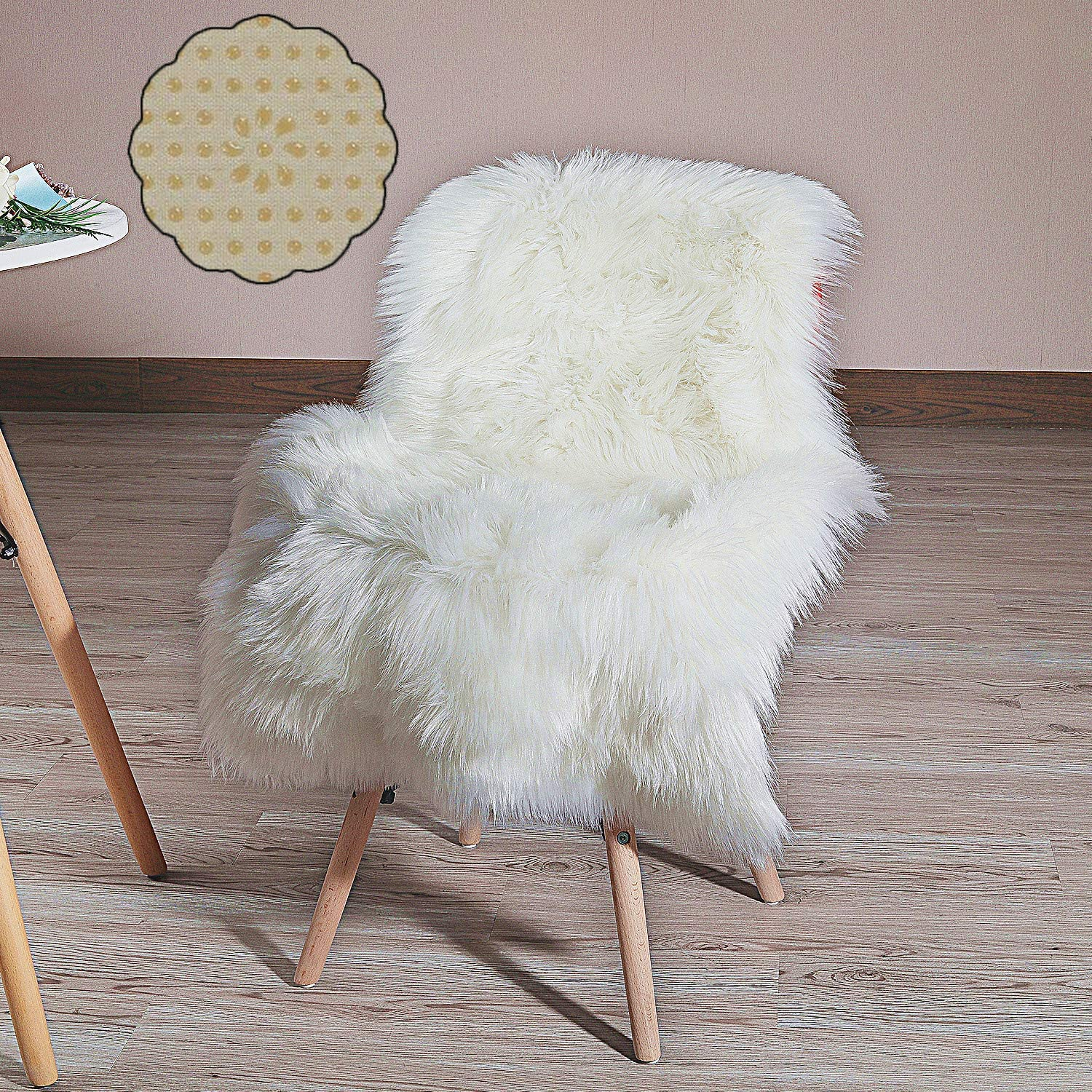 HLZHOU New 2019 Upgraded Non-Slip Faux Fur Rug, Fluffy Rug, Shaggy Rugs,Faux Sheepskin Rugs Floor Carpet for Bedrooms Living Room Kids Rooms Decor (2x3 Feet (60 x 90cm), White)