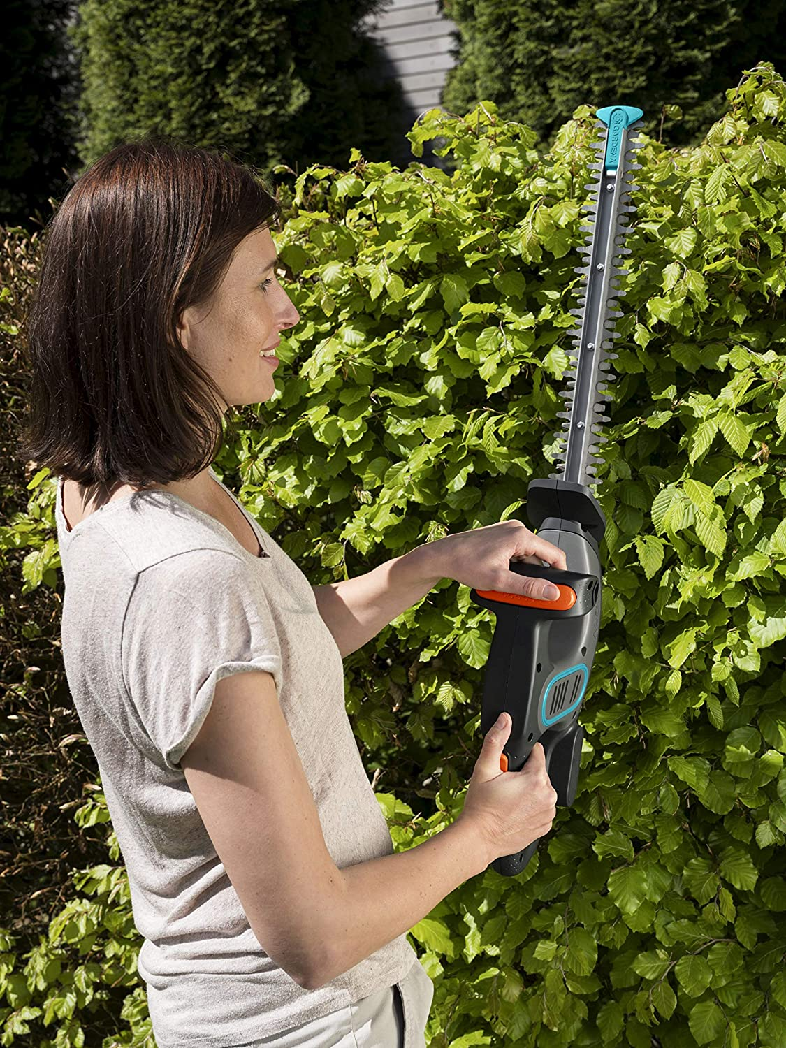 and impact protection ErgoTec handle 9836-28 GARDENA EasyCut Li Battery Hedge Trimmer: Hedge trimmer with high-performance 14.4 V battery