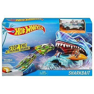Hot Wheels Sharkbait Play Set: Toys & Games