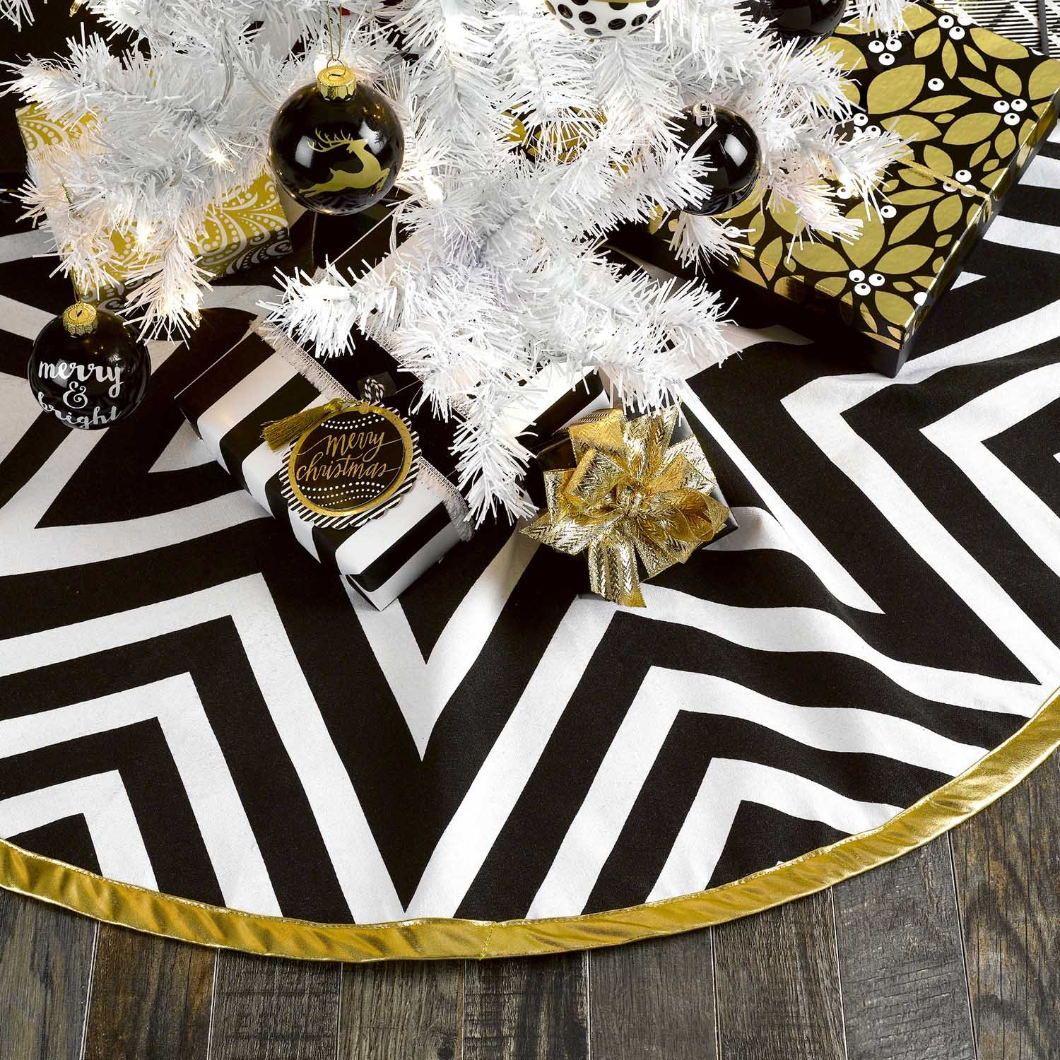 C.R. Gibson 100% Cotton Reversible Christmas Tree Skirt, Perfect Addition to Your Christmas Tree, Measures 48'' D - Star Stripe