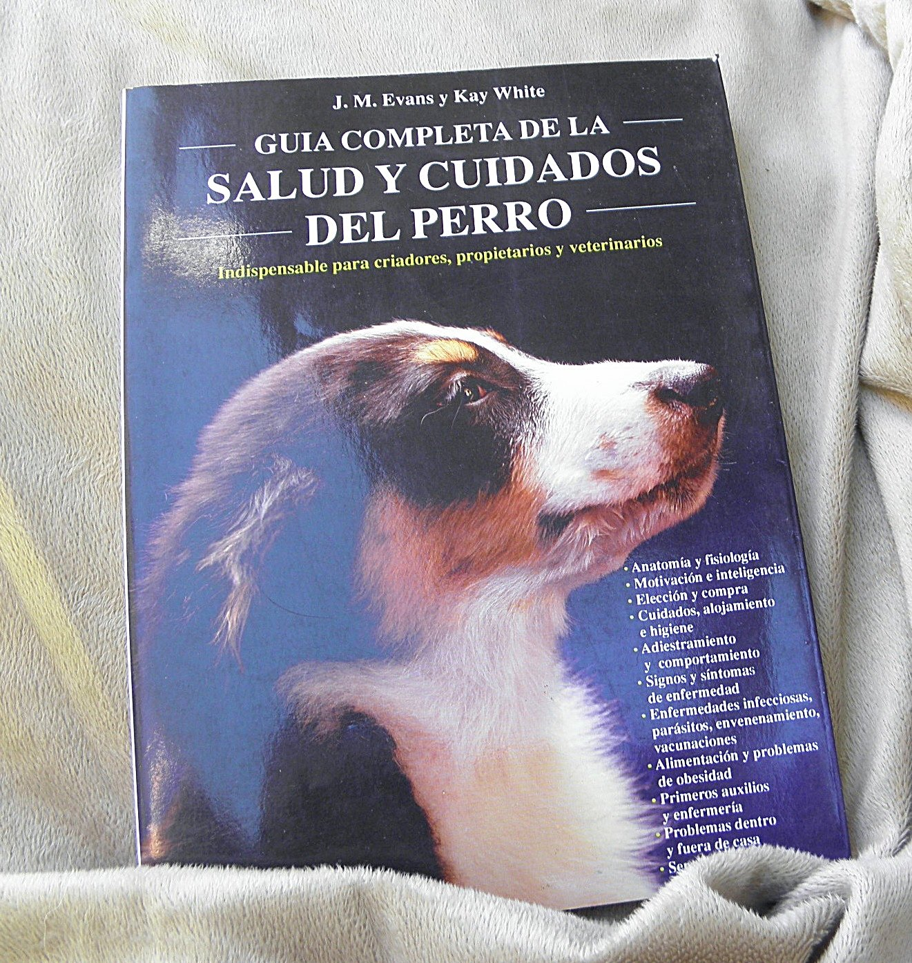 Guia completa de la salud y cuidados del perro/ The Doglopaedia: A Complete Guide to Dog Care (Animales Domesticos/ Domestic Animals) (Spanish Edition) by Hispano Europea (Image #1)