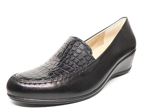 Zapato casual mujer tipo mocasin en piel color negro combinado pala grabado coco charol negro de