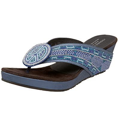 e23726d2df Amazon.com: Donald J Pliner Women's GENAS-BD76 Beaded Thong: Shoes
