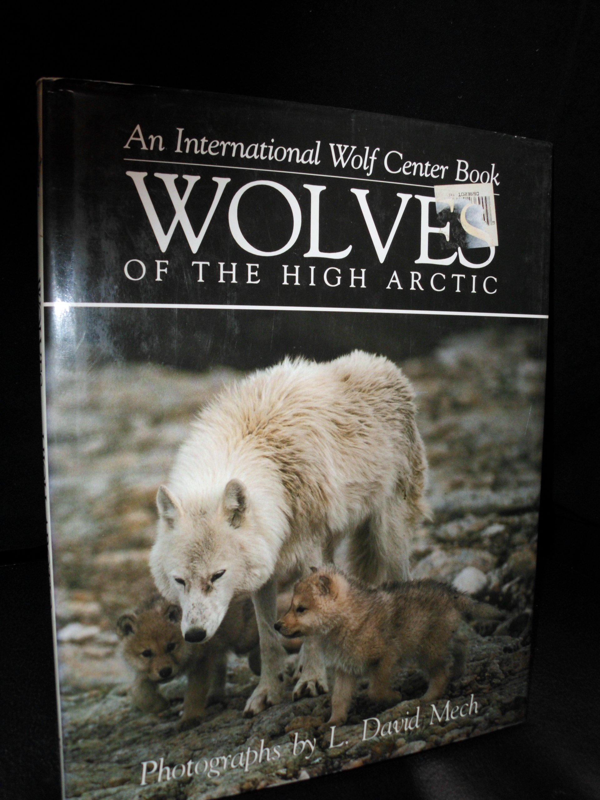 Wolves of the High Arctic Hardcover – December 13, 1992 International Wolf Center L. David Mech Voyageur Press 0896582132