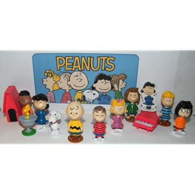 Peanuts Classic Characters Deluxe Party Favors Goody Bag Fillers Set of 13 with 12 figures and Special Decorative Figure with Charlie, Linus, Snoopy, his Dog House and More!: Toys & Games