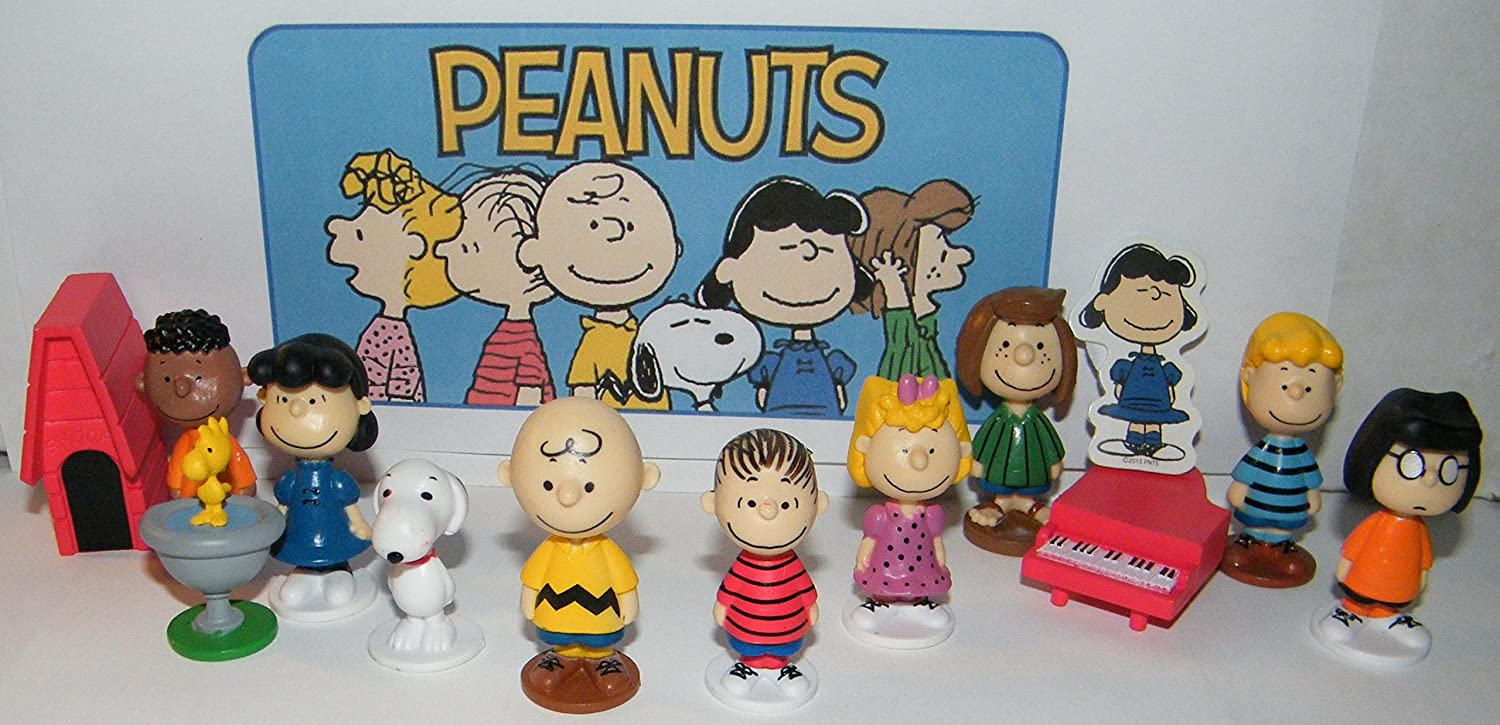 Peanuts Classic Characters Deluxe Party Favors Goody Bag Fillers Set of 13 with 12 figures and Special Decorative Figure with Charlie Linus Snoopy his Dog House and More