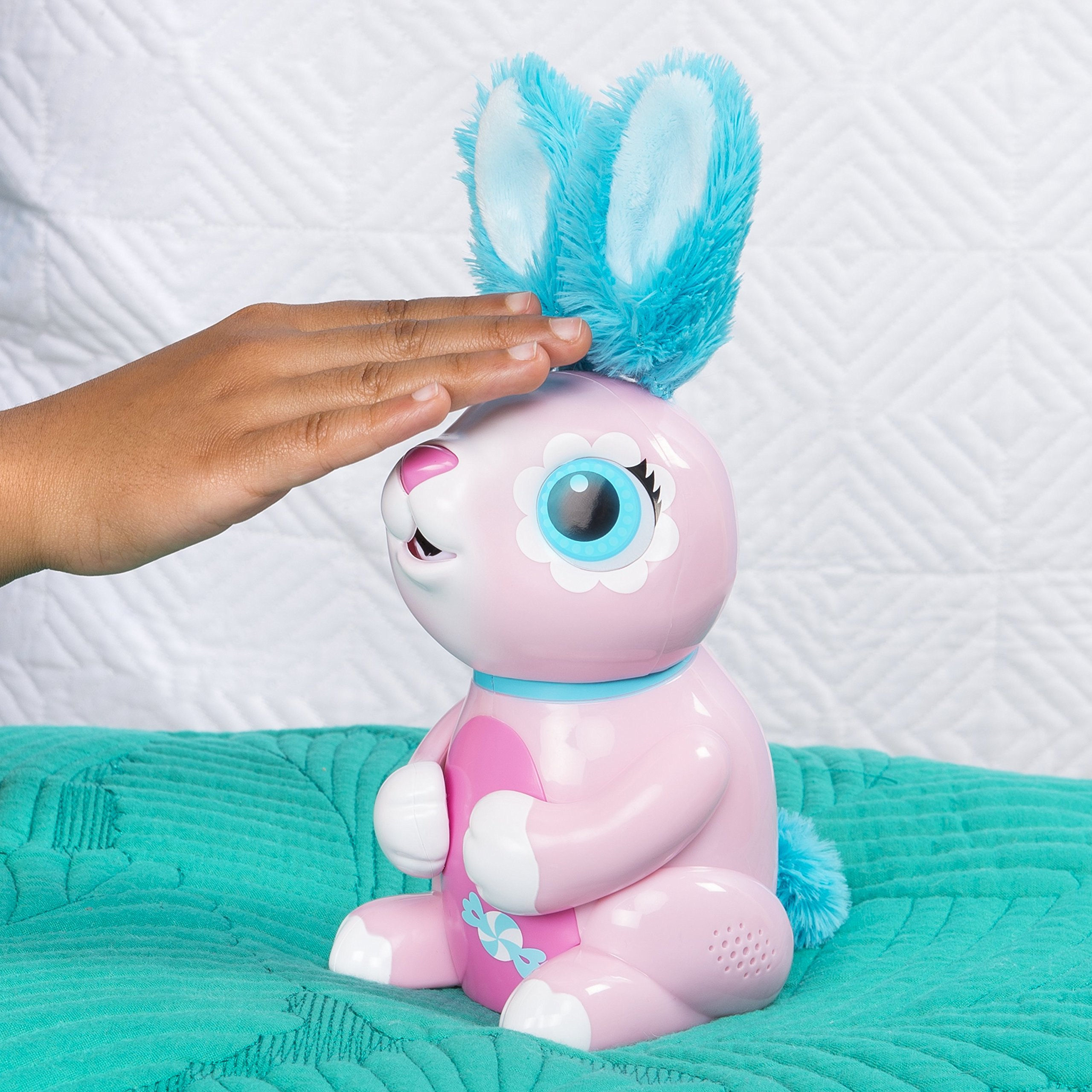 Zoomer Hungry Bunnies Shreddy, Interactive Robotic Rabbit That Eats, Ages 5 & Up by Zoomer (Image #4)