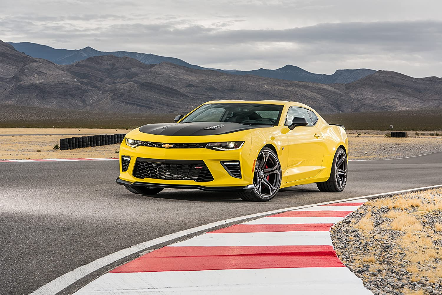 amazon com chevrolet camaro ss 1le 2017 car print on 10 mil archival satin paper yellow front side static view 24 x36 posters prints chevrolet camaro ss 1le 2017 car print on 10 mil archival satin paper yellow front side static view 24 x36