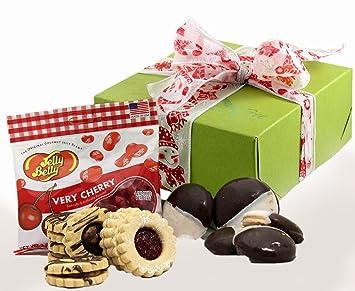 Amazon medium winter wonderland gluten free gift box xmas gluten free gift box xmas gift baskets family holiday negle Images