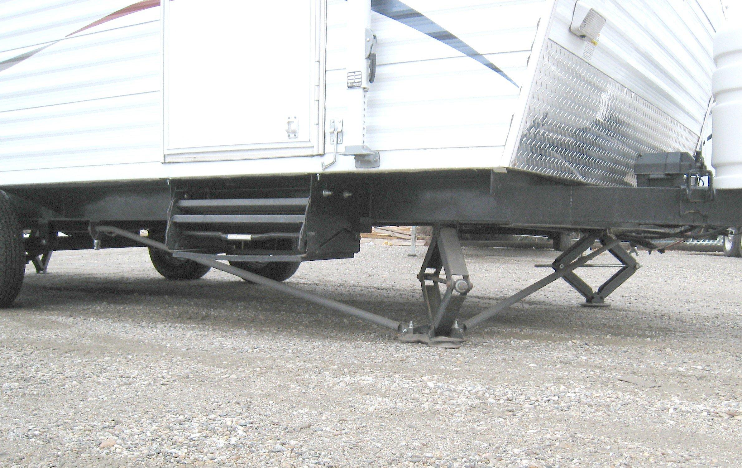 RV Trailer Stabilizer System for 5th Wheels and Travel Trailers - 4 Foot Plates
