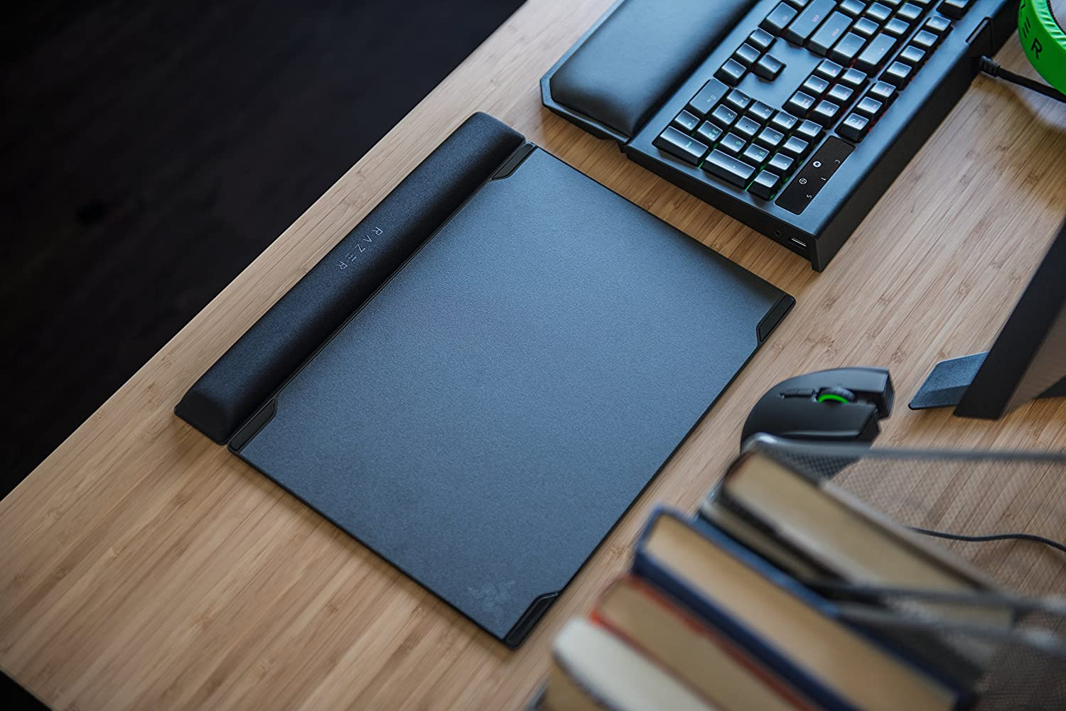 Hard and Cloth Gaming Mouse Pad Improved Memory Foam Wrist Rest Optimized Form Factor Razer Vespula V2: Dual-Sided Surface
