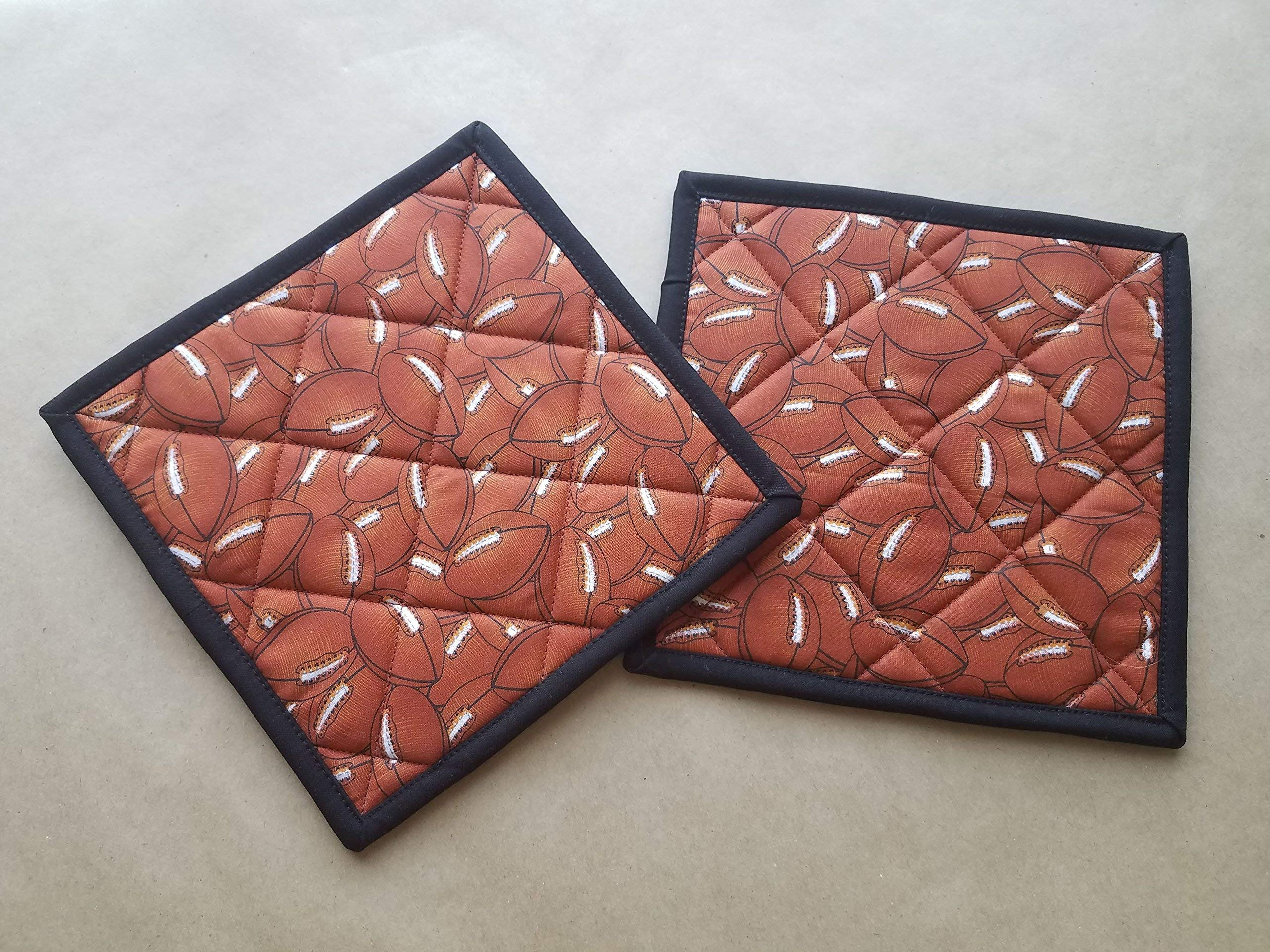 Football Quilted Potholders, Sports Kitchen Linens, FootBalls Set of 2 Insulated Trivets, Hot Pads, College Football Potholders, Man Cave Gifts, Coach Gift, Football Lover Gift Ideas