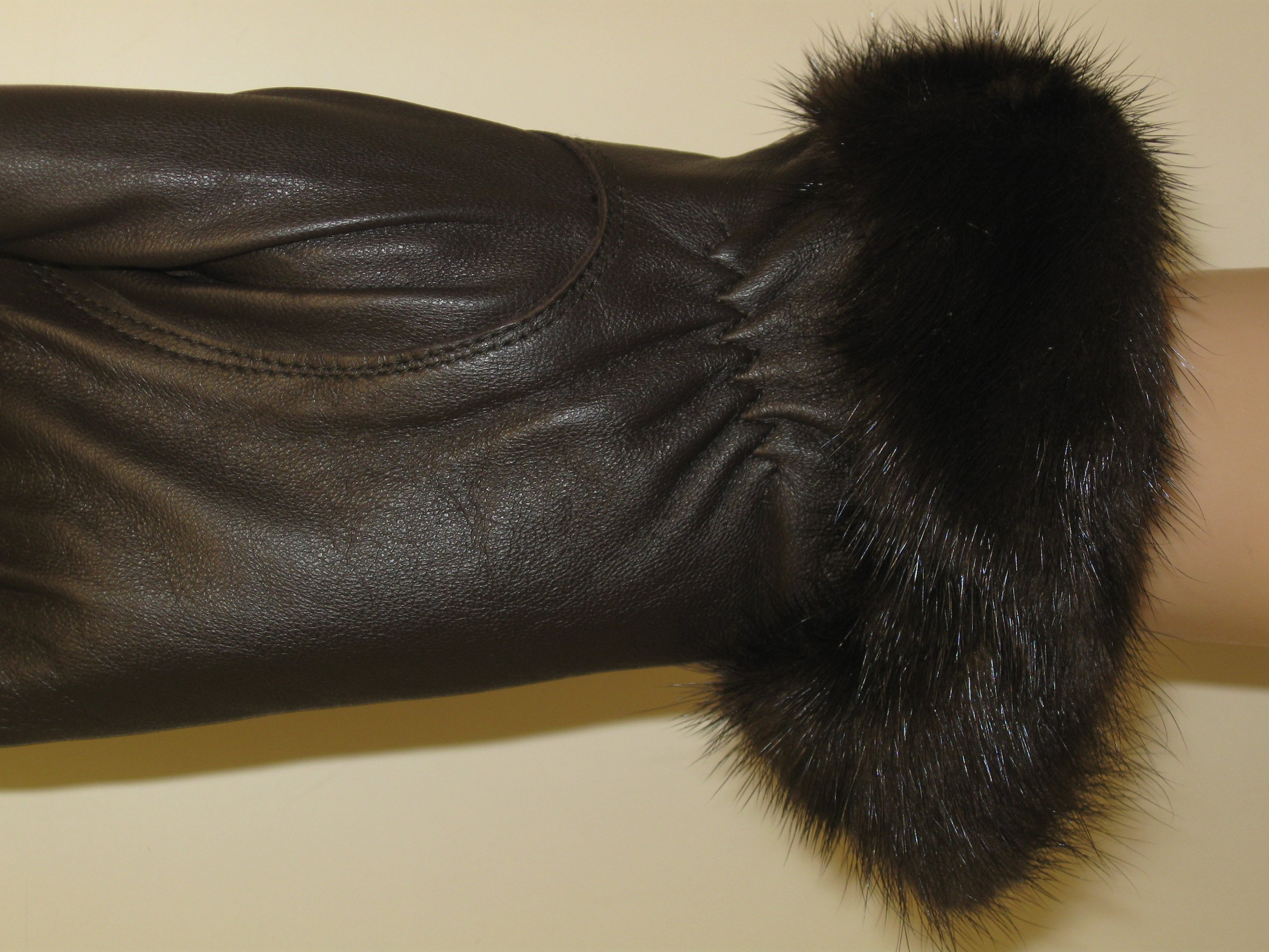PURE LEATHER GLOVES TRIMMED WITH REAL MINK FUR AND LINED WITH MICROFIBER (LARGE, COFFEE BROWN)