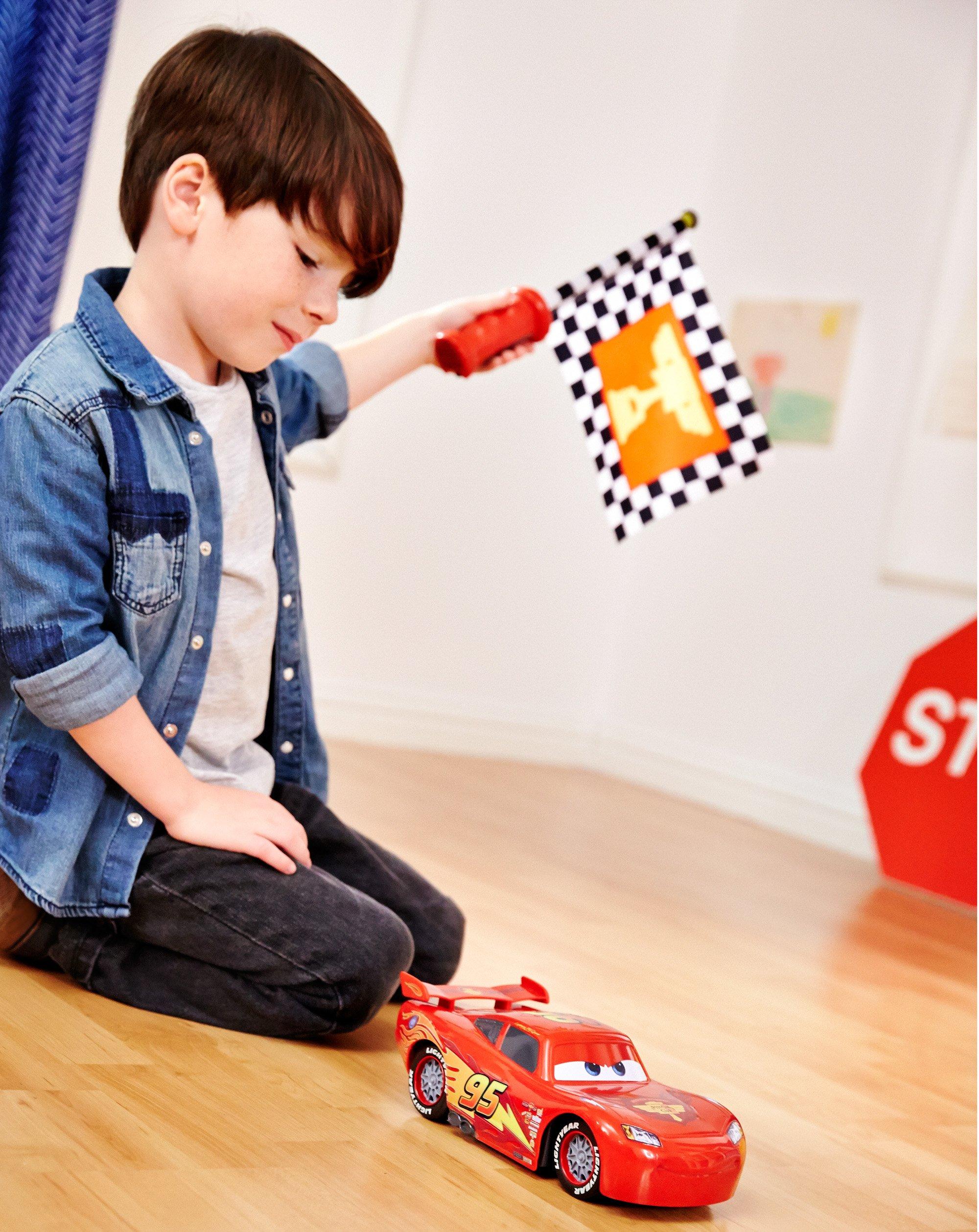 Disney Cars Flag Finish Lightning McQueen Vehicle by Mattel (Image #5)