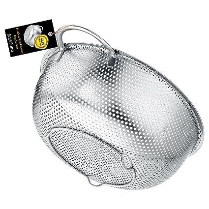 BasicForm Colador microperforado con mango y base de acero inoxidable 22.5cm