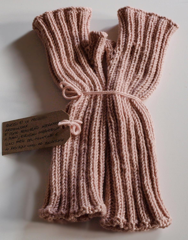 Manicotti da donna rosa cipria in pura lana vergine con delicati fili di  lamè  Amazon.it  Handmade 422faddda4af