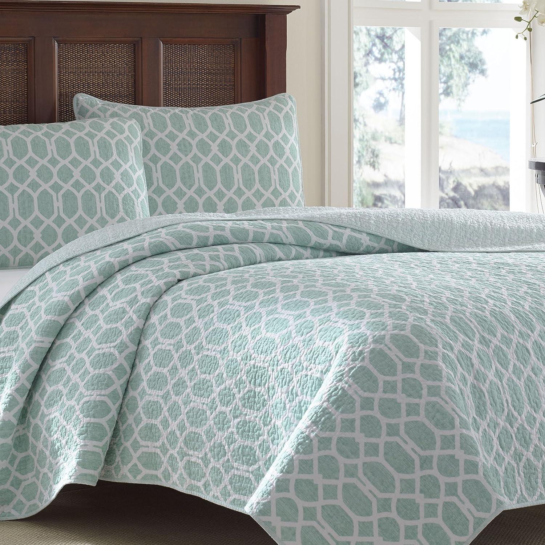 Light blue and white bedding 3 piece lattice trellis comforter set - Amazon Com Tommy Bahama Catalina Trellis Harbor Reversible Quilt King Blue Home Kitchen