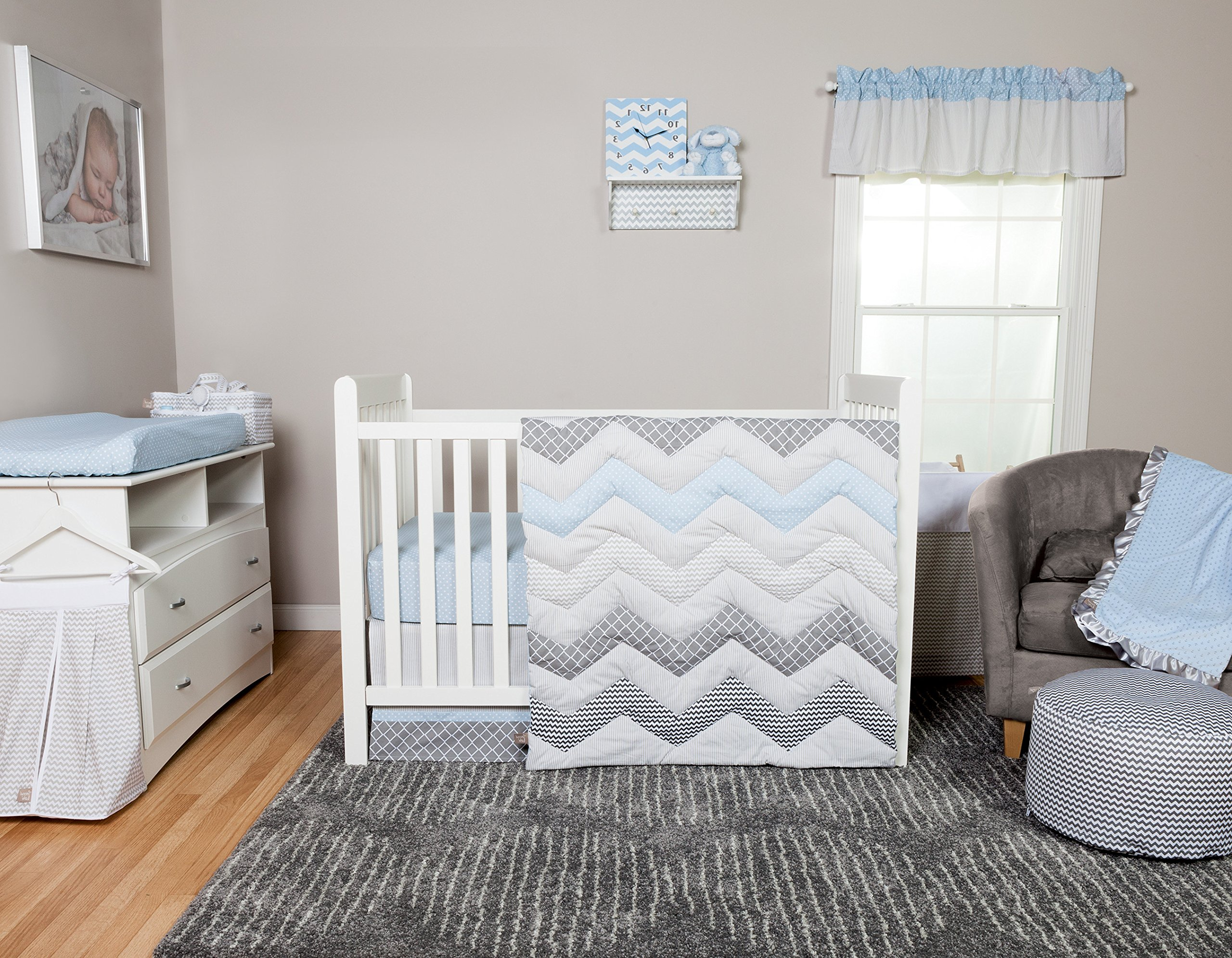 DS 3 Piece Baby Blue Grey White Chevron Crib Bedding Set, Newborn Zigzag Themed Nursery Bed Set Infant Child Lattice Dots Pinstripes Pattern Diamond Reversible Blanket Quilt, Cotton