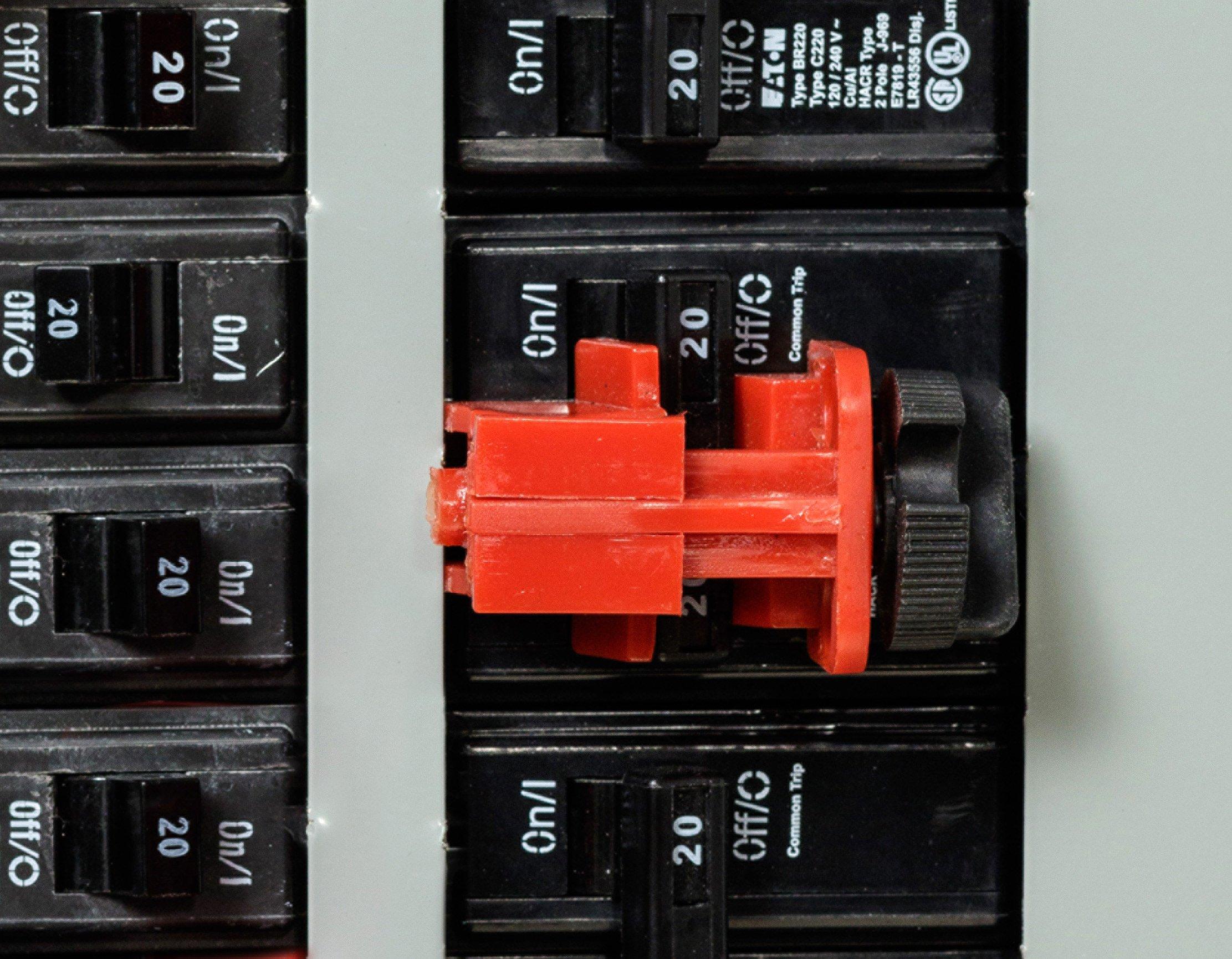 Brady Ready Access Valve And Electrical Lockout Station, Includes 6 Safety Padlocks