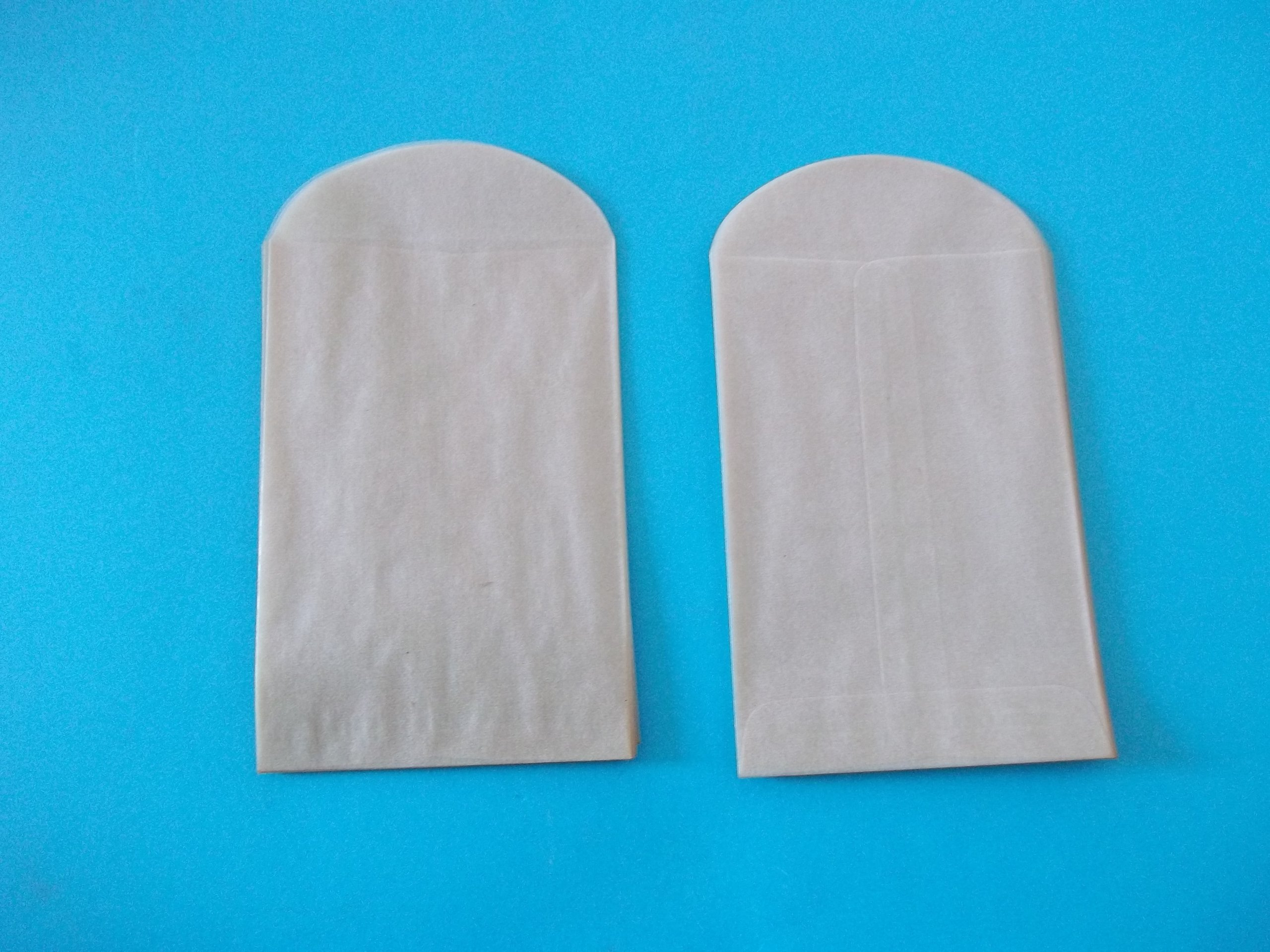 Emco, Glassine Envelopes, 3'' (W) x 4 1/2'' (H), Sold in Packages of 100 Envelopes off white not pure white from storage