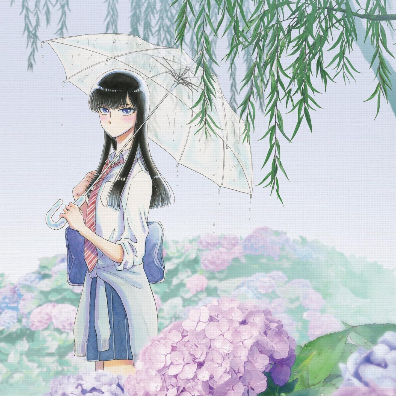 満開のアジサイと柳の下で傘をさしている橘あきらの『恋は雨上がりのように』の壁紙