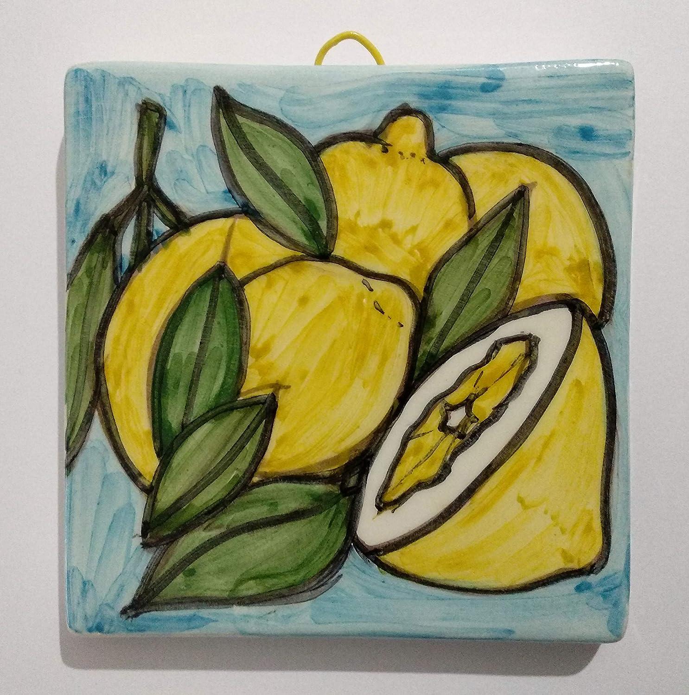 Limoni- Mattonella di ceramica decorata a mano, dimensioni cm 10x10x0,8 cm.Pronta per essere appesa alla parete.Made in Italy toscana,Lucca.Creata da Davide Pacini.