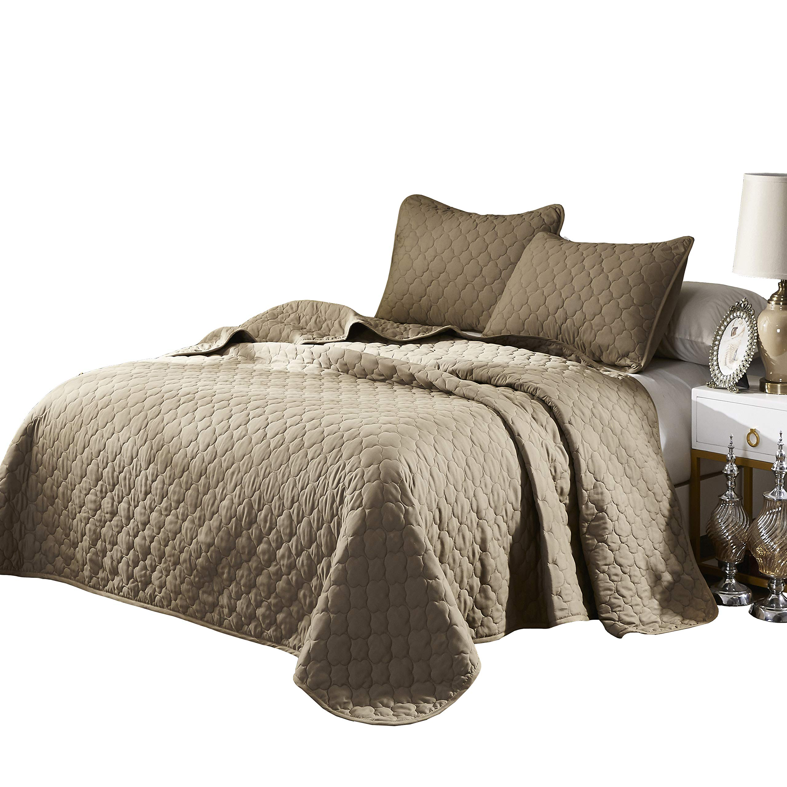 OVERSIZE QUEEN TAUPE SOLID COLOR QUILTED BEDSPREAD COVERLET (106''X100'') + 2 STANDARD SHAMS (20''X26'') HYPOALLERGENIC OVERFILLED BLANKET, 20'' FALL EACH SIDE -HOME, HOTEL/MOTEL, RENTALS- 6.28 LBS