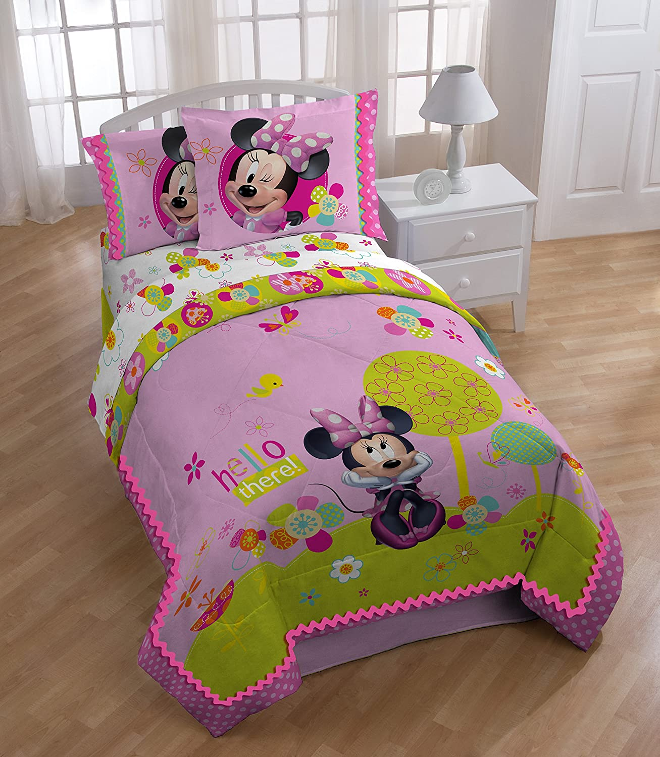 Disney Minnie Mouse Bowtique Garden Party Reversible Full Reversible Comforter