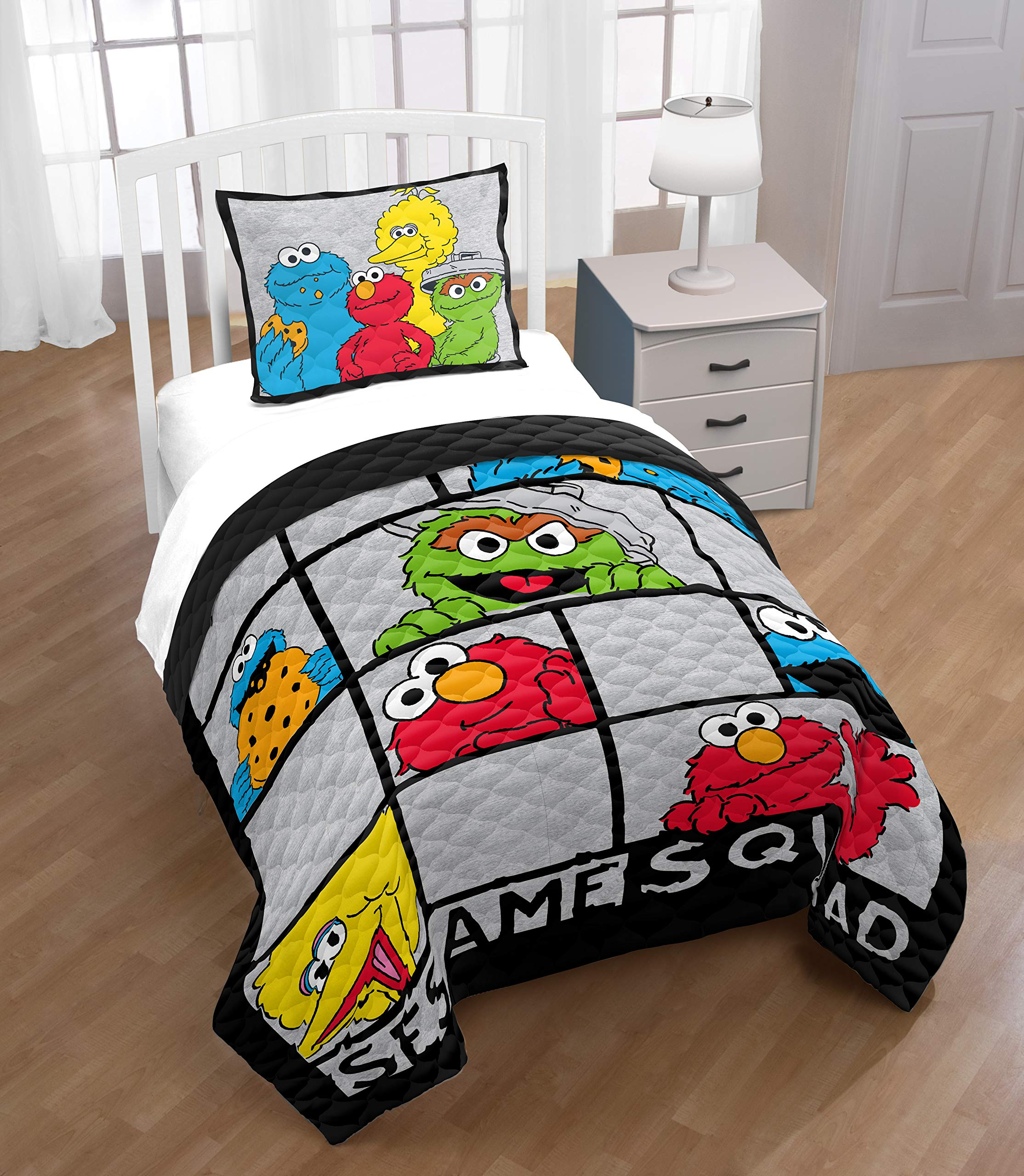 Jay Franco Sesame Street Elmo Hip Twin/Full Quilt & Sham Set - Super Soft Kids Bedding Features Elmo - Fade Resistant Polyester (Official Sesame Street Product)