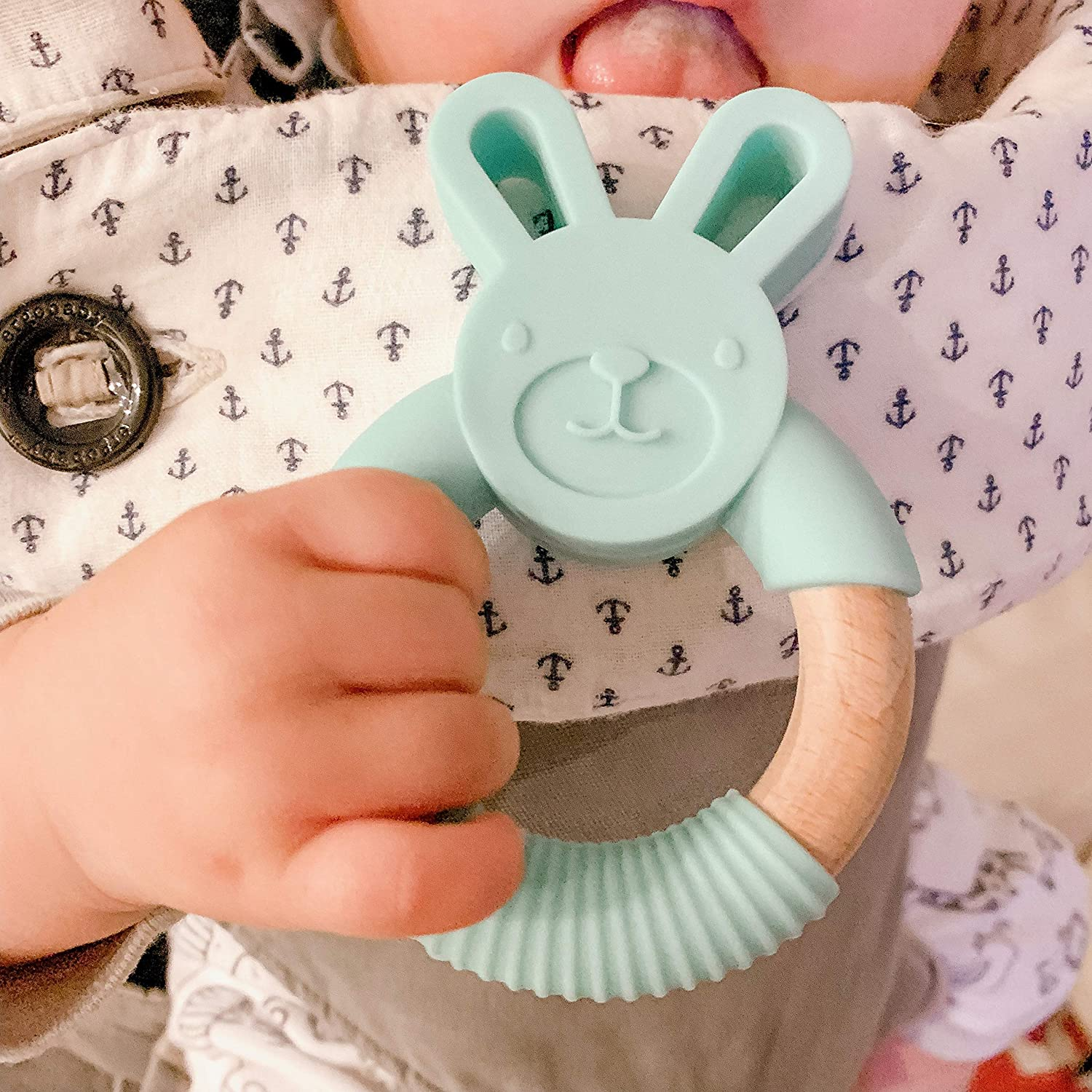 Includes Gift Bag Baby Natural Teething Relief Organic /& Eco Friendly 100/% BPA Free Bunny Fox Bear Elephant Cat Frog Lavender Cat hellobabyLA Animal Wood and Silicone Teether