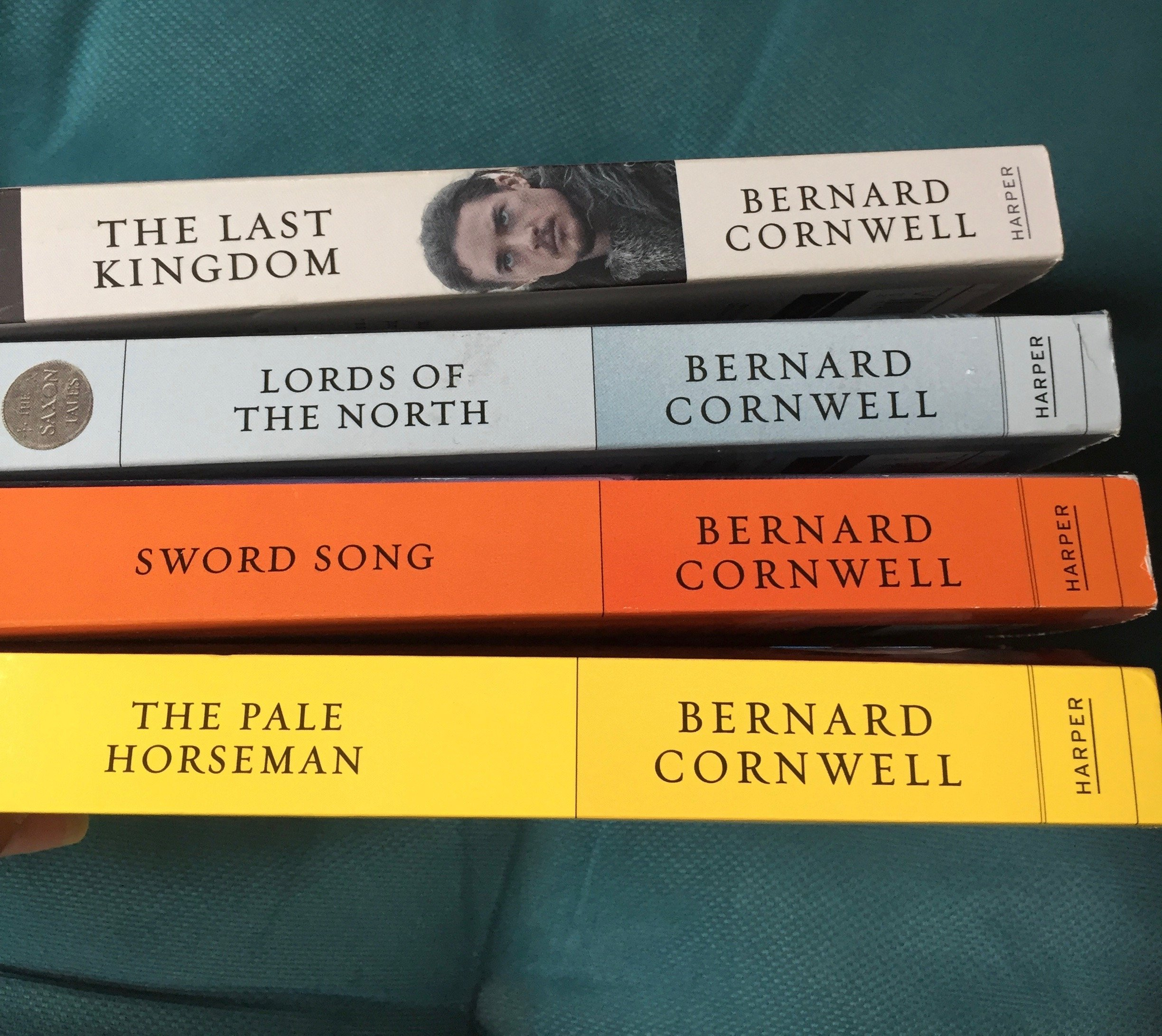 Bernard Cornwell Complete The Saxon Chronicles Set (The Saxon Chronicles  Series, Saxon Tales, 1-5 The Last Kingdom, The Pale Horseman, The Lords of  the ...