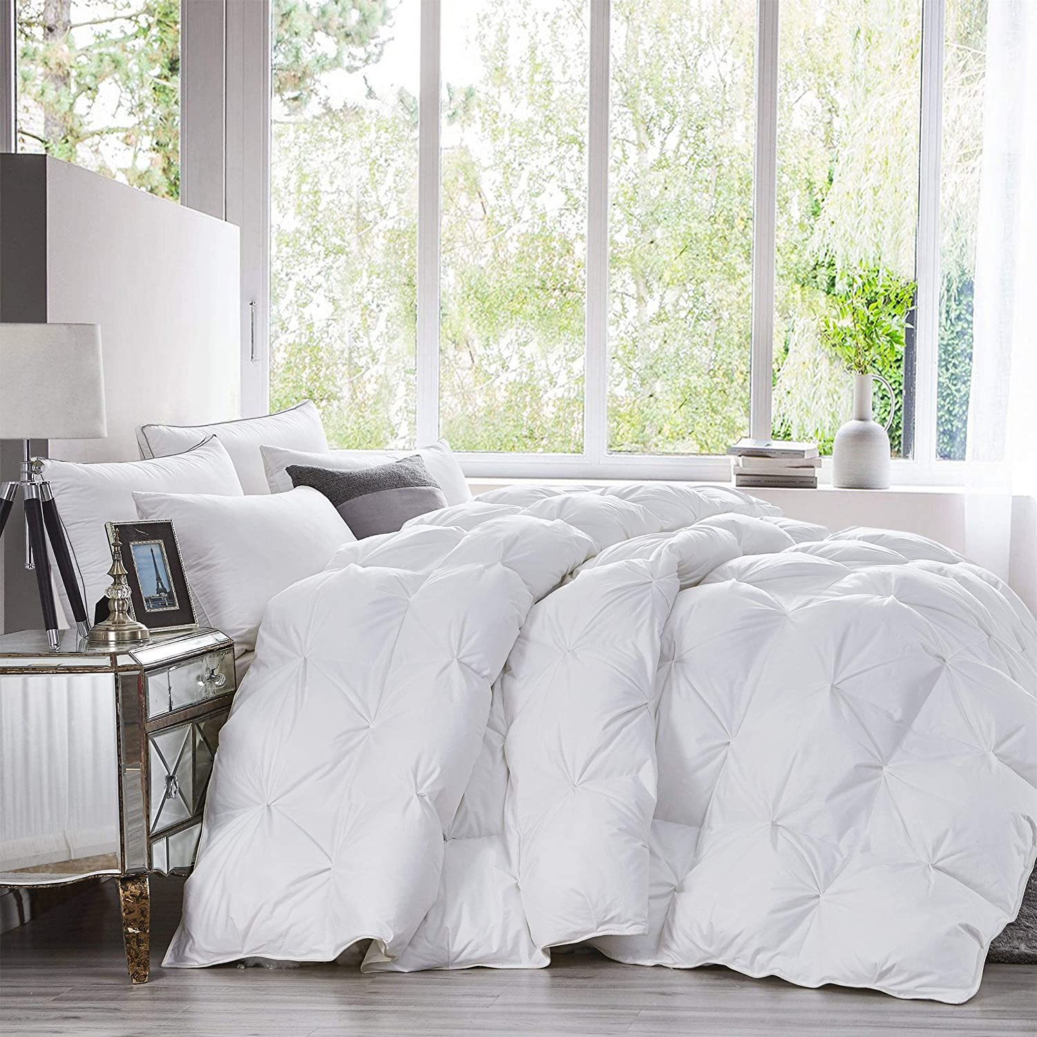 Luxurious Heavy Queen Size Goose Down Comforter Duvet Insert, Classic Pinch Pleat Style, 750+ Fill Power, 60 oz Fill Weight, 1200 Thread Count 100% Egyptian Cotton Shell (Pinch Pleat, Queen, White)