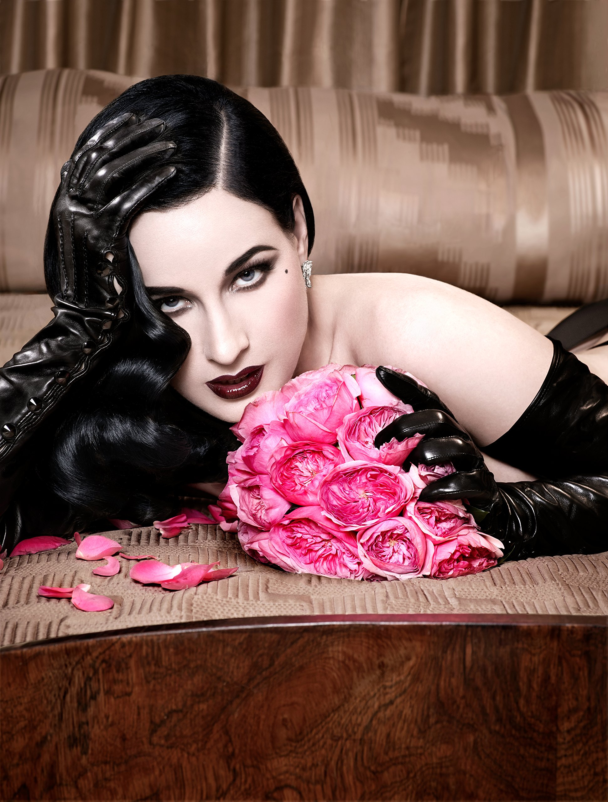 b4f2d2efe7de1 Your Beauty Mark: The Ultimate Guide to Eccentric Glamour: Dita Von Teese:  9780060722715: Amazon.com: Books