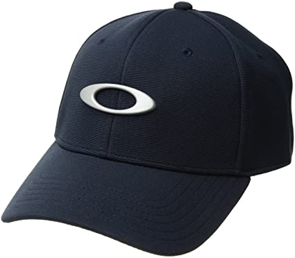 f682e24e9a8 Amazon.com  Oakley Mens Metal Tincan Flexfit Hat  Clothing