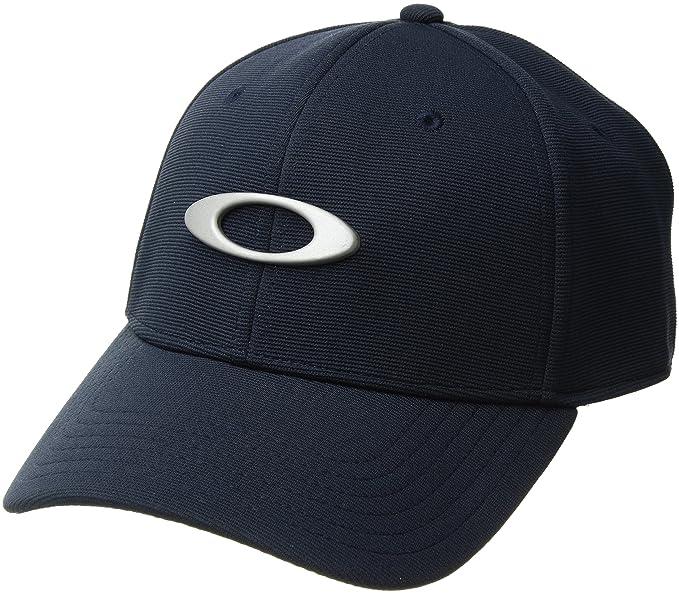 Amazon.com  Oakley Mens Metal Tincan Flexfit Hat  Clothing f2062b64319