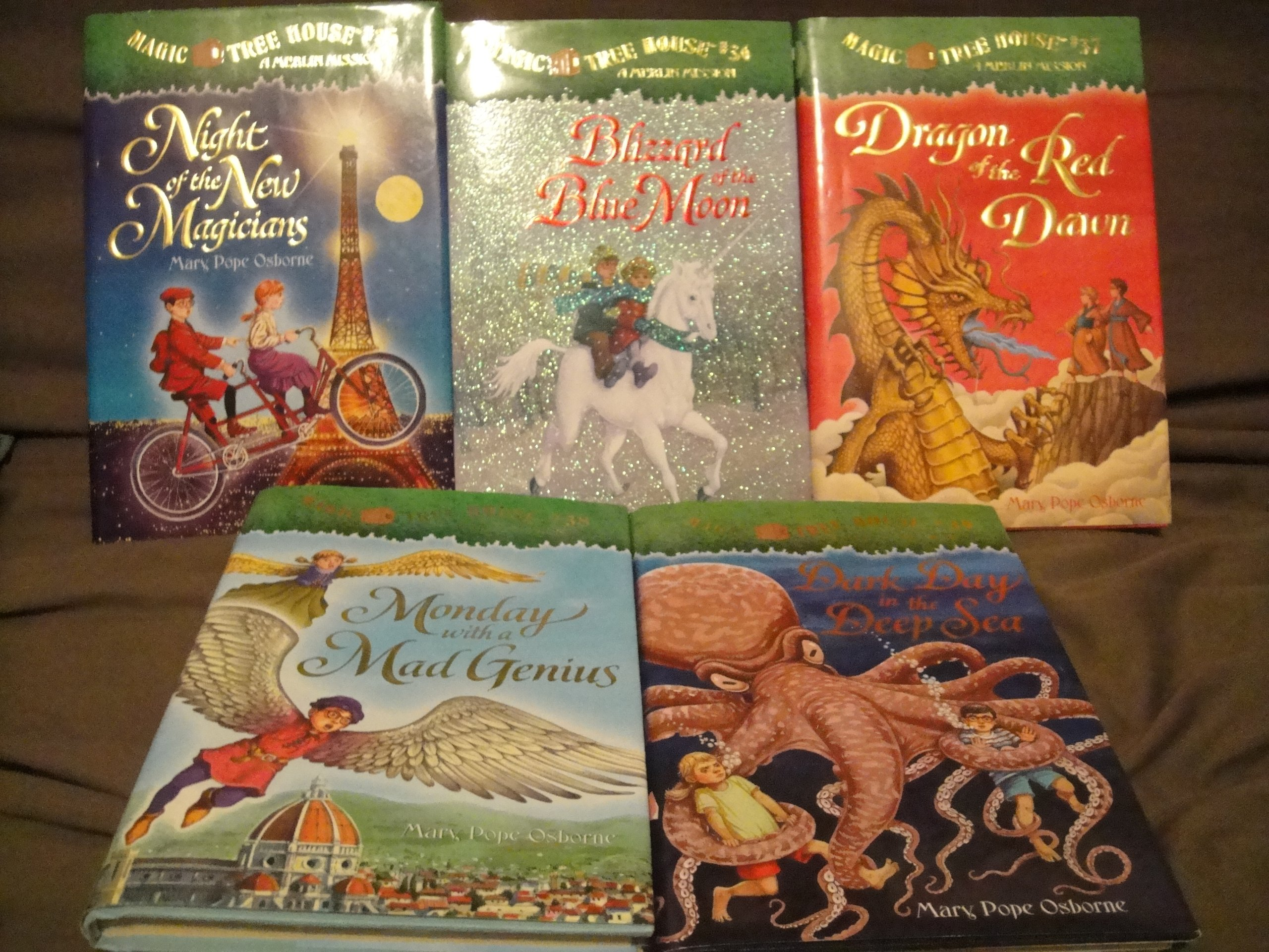 Read Online Magic Tree House Book Set, Books 35-39: Night of the New Magicians+Blizzards of the Blue Moon+Dragon of the Red Dawn+Monday with a Mad Genius+Dark Day in the Deep Sea PDF