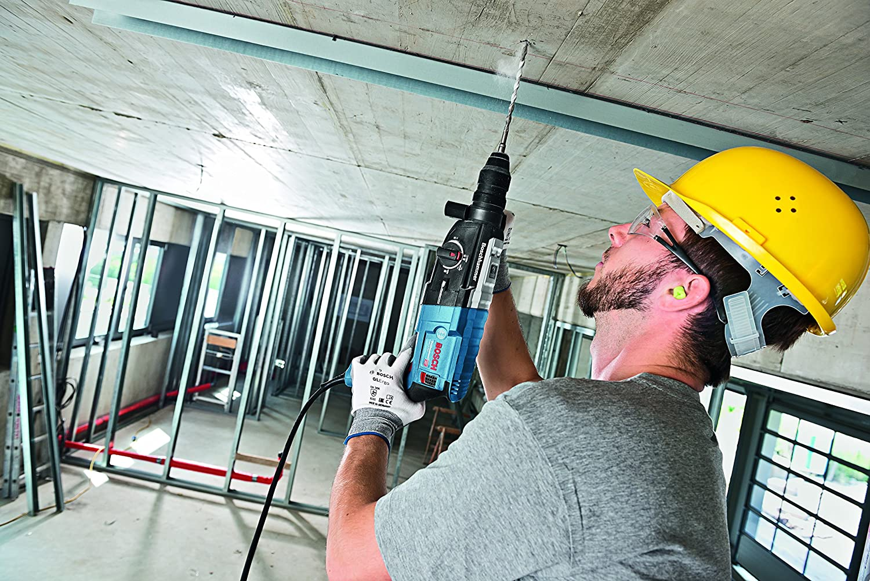 Löcher in harte Stahlbetondecken stellen für den GBH 2-28 keine Herausforderung dar