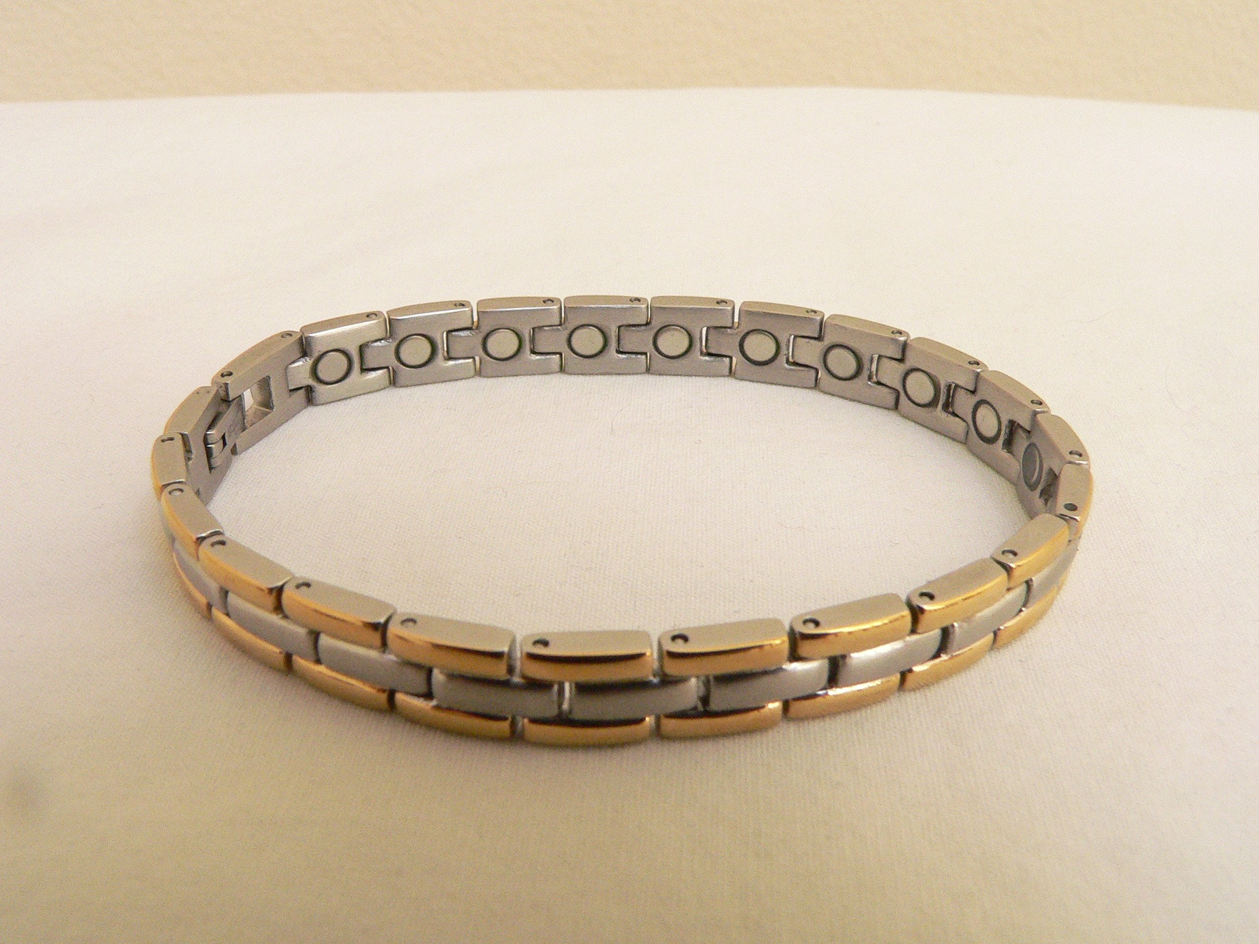 Magnetic Therapy Stainless Steel Magnetic Bracelet ~ Celebrities and Golfers Power Bracelet ~ Size: 7 3/4 Inch. Long, 1/4 Inch. Wide