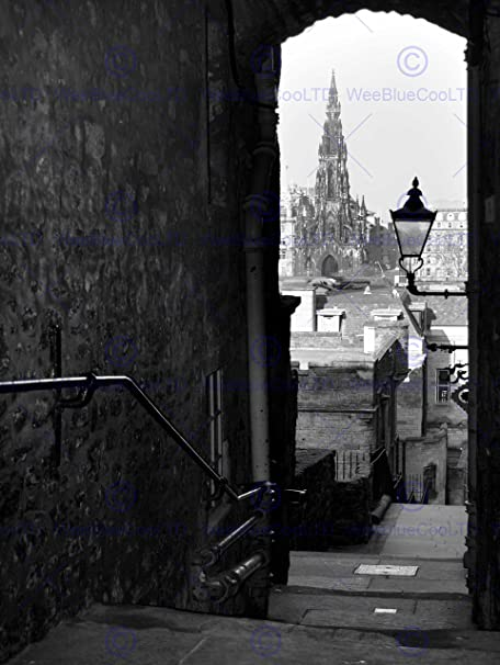 Photography cityscape edinburgh royal mile lane black white art print mp4004b