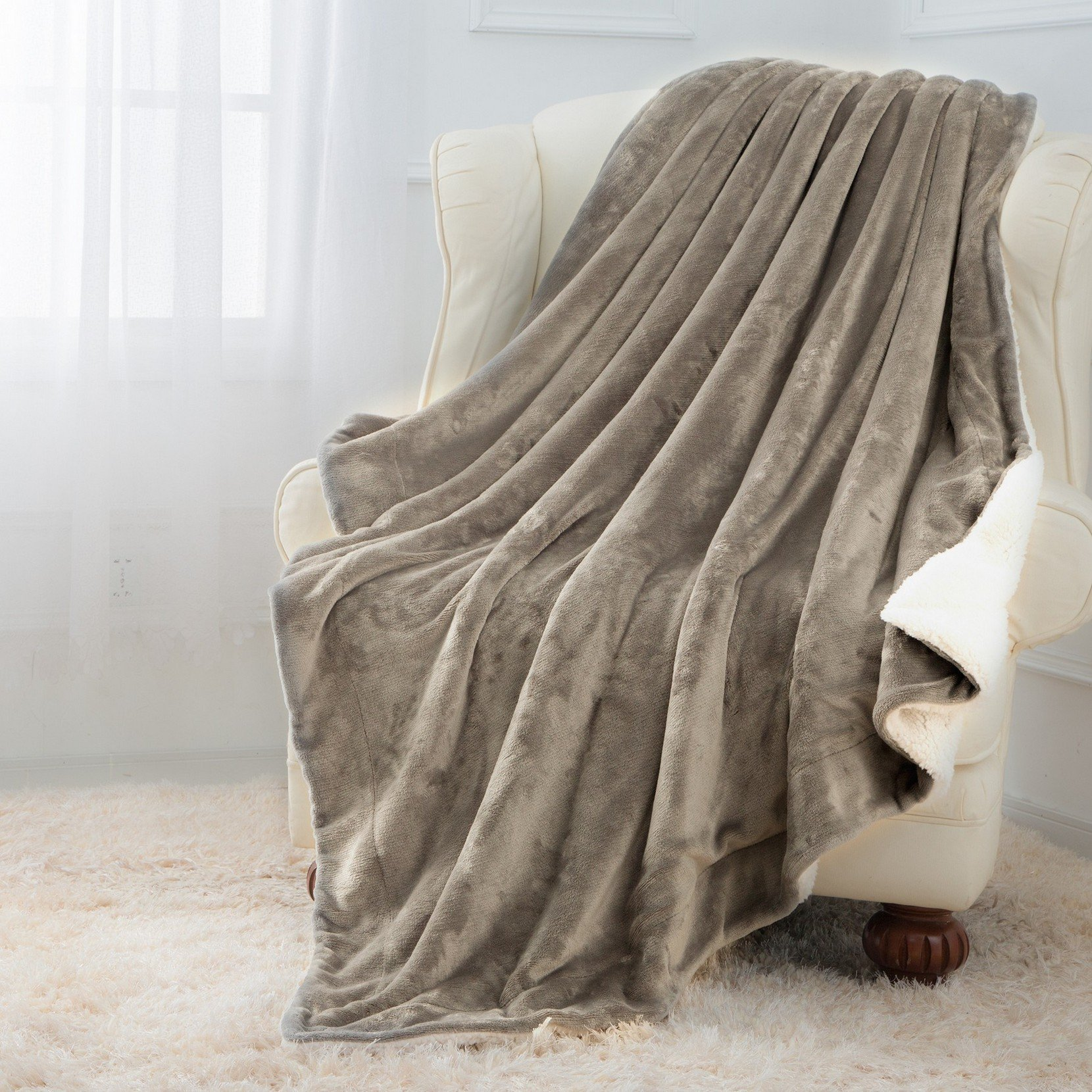 Moonen Sherpa Throw Blanket Luxurious Throw Size Brush Fabric Reversible All Season Super Soft Warm Fleece Thick Fuzzy Microplush Blanket for Bed Couch and Gift Blankets (Grey, 50x60 Inches)