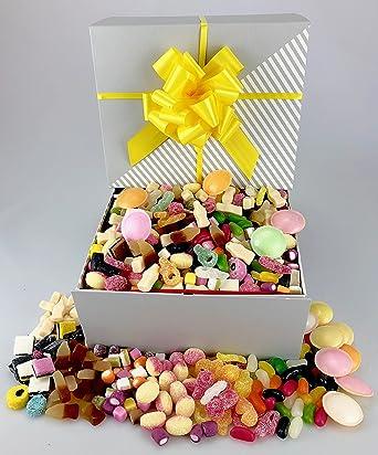Caja de lujo para dulces – embalada llena de tus dulces retro favoritos; regaliz todo tipo – Dolly Mix – Botellas de cola – platillos voladores – Ruibarbo y natillo –: Amazon.es: Alimentación y bebidas