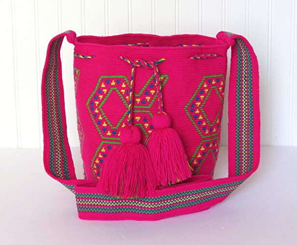 Amazon.com: AUTHENTIC WAYUU SINGLE THREAD MOCHILA MEDIUM SIZE HANDMADE CROSS BODY BAG: Handmade